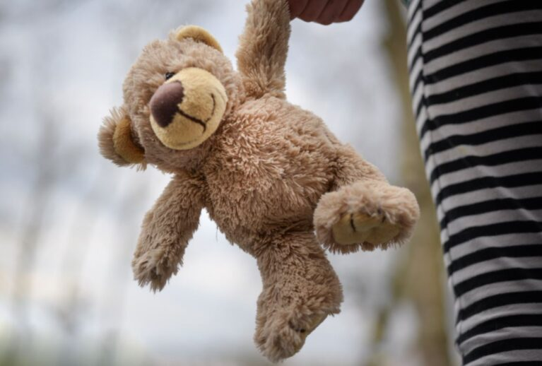 What Age Can My Baby Sleep With A Stuffed Animal Toy?